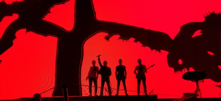 u2 red background